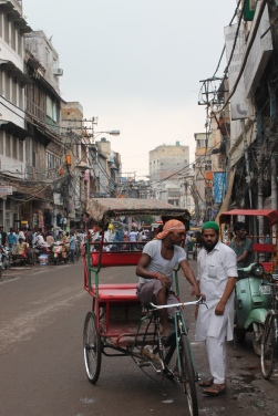 Street conversations in Old Delhi